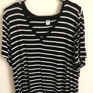 Cute black and white striped top
